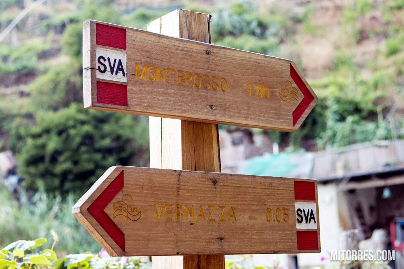Signs at the beginning of the trail in Monterosso.  Photo: Marlon I. Torres