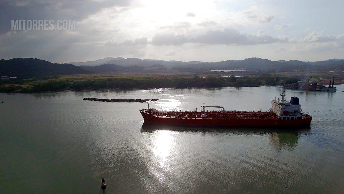 Ship passing through the Panama Canal. Photo: Marlon I. Torres