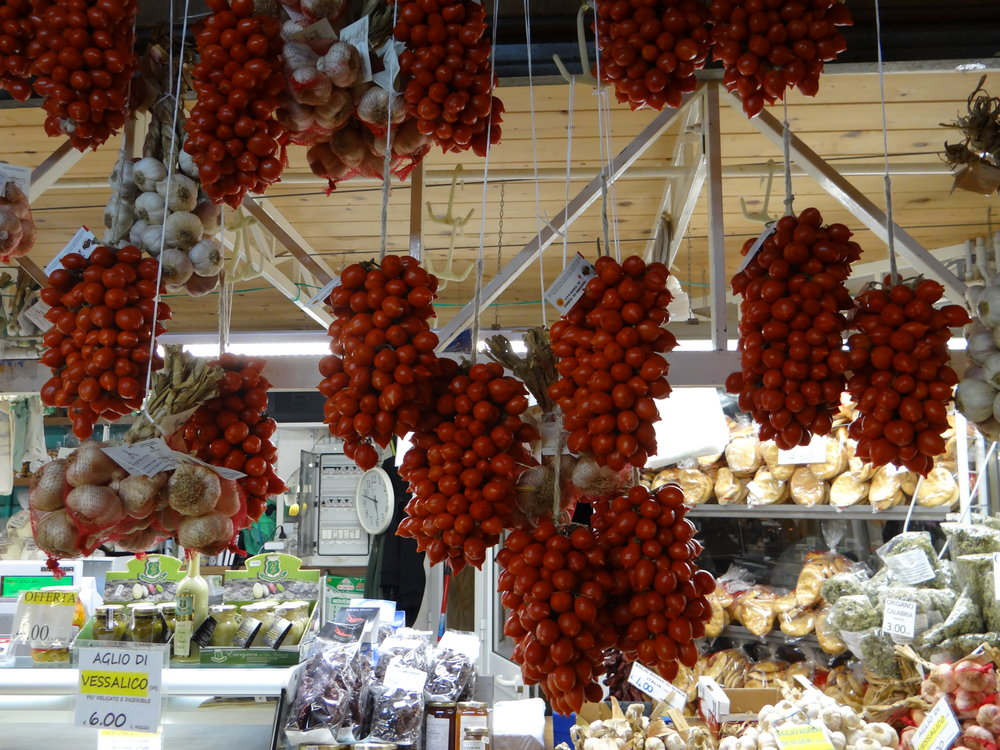 genoa market tomatoes.JPG