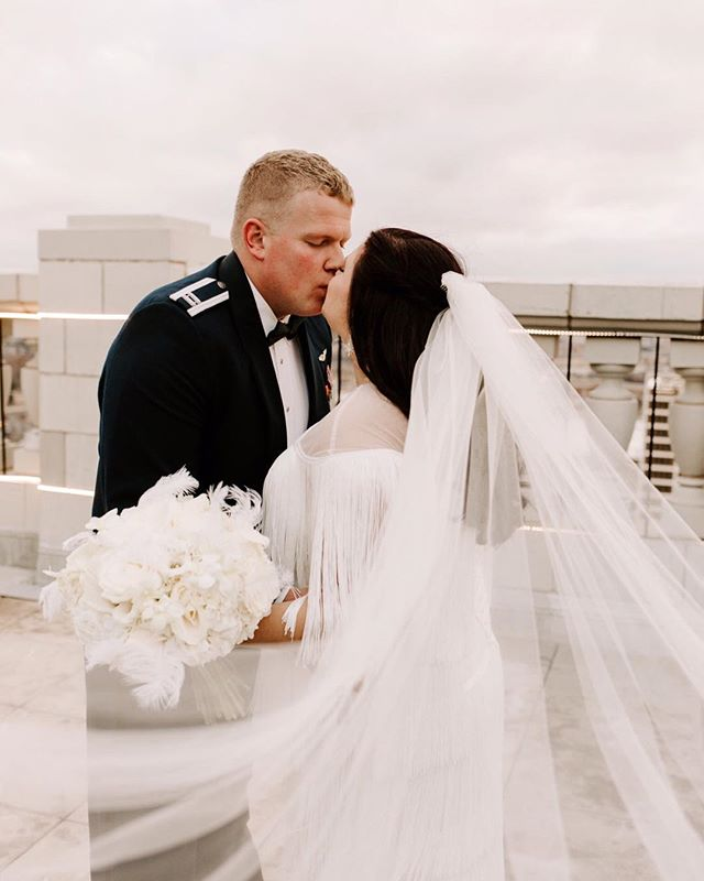 Kissing on roof tops. I would not want to start off 2019 weddings any other way! I loved @meg_rayanne dress so fun and different!