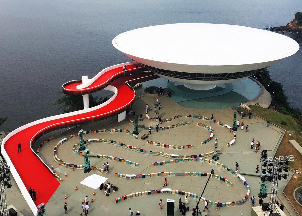louis-vuitton-cruise-show-Es-Devlin-fashion-Niemeyer-Niteroi-museum_dezeen_1568_3.jpg