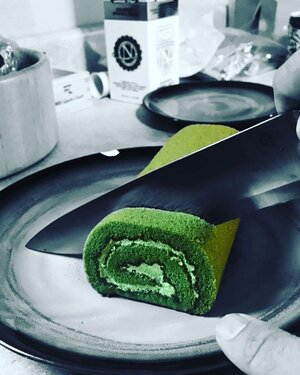 😍 What is your favorite matcha dessert?! Tell us know in the comments ⏬ . the matcha roll cake is definitely one of ours! . sweet and savory at the same time! . . . . . . #matcha #matchadessert #matchadesserts #matchabake #matchacooking #bakematcha #matchayum #matchagreentea #matchalover #matchatea #matcharecipes #matchaoriginal #matchaholic #matchalovers #matchaenergy #matchalove #matchamatcha #matchamadness #matchamagic #matchaaddict #matchasweets #matchapowder #matchatime #matchamoment #matchalife #matchafanatic #ilovematcha #lovematcha #greentea #japanesegreentea