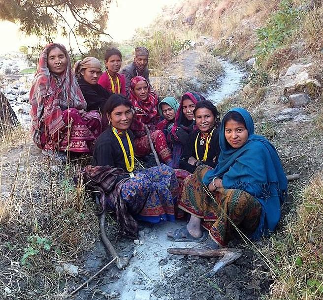 women-on-trail-in-nepal.jpg