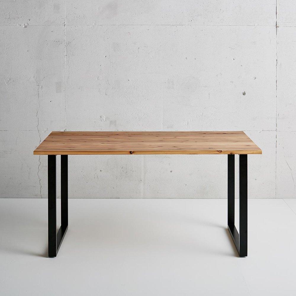 気軽にカスタムオーダー - 「部屋にぴったりのサイズのテーブルが見つからない」「特注のテーブルは高価だし時間がかかる」このような不満を解消するために、製造工程の見直しや効率化、部材の規格化などを行い、空間にぴったりのテーブルを、リーズナブルに短納期で提供することを実現しました。