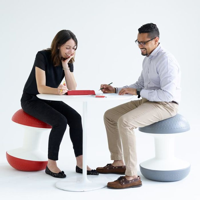 007 - BREAKOUT SEATING