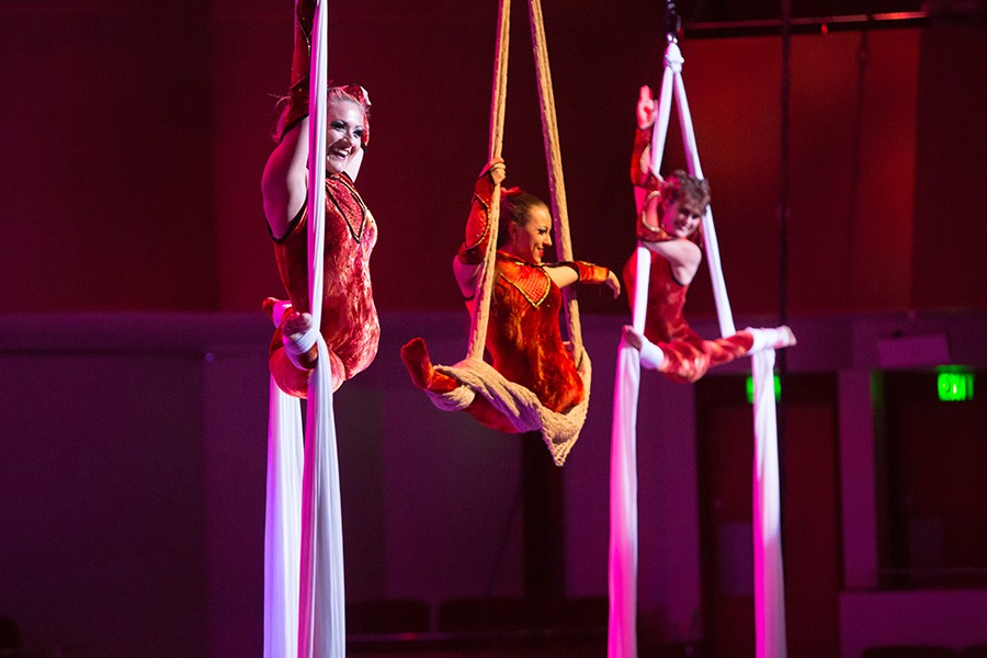cirque_musica_silk_hero.jpg