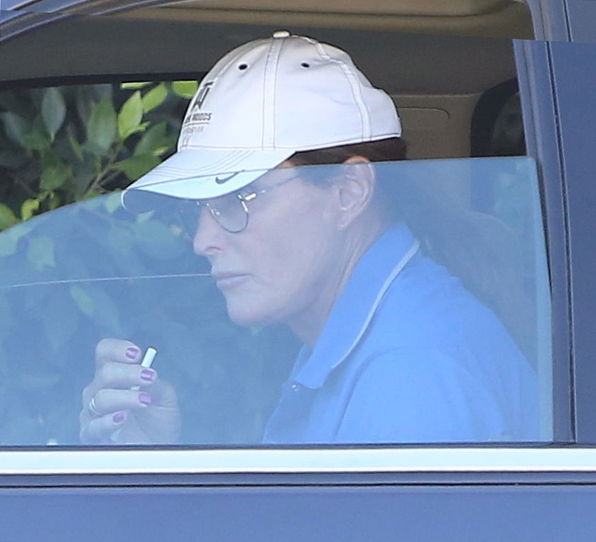 Bruce-Jenner-Painted-Nails-Photos