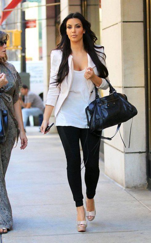 kim-kardashian-white-blazer-with-black-leggings