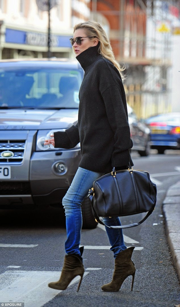 le_city_gypsy_style_inspiration_blog_kate_moss_black_turtleneck_chunky_sweater_jeans_black_duffle_alaia_ankle_boots_style_2014_via_lamodellamafia
