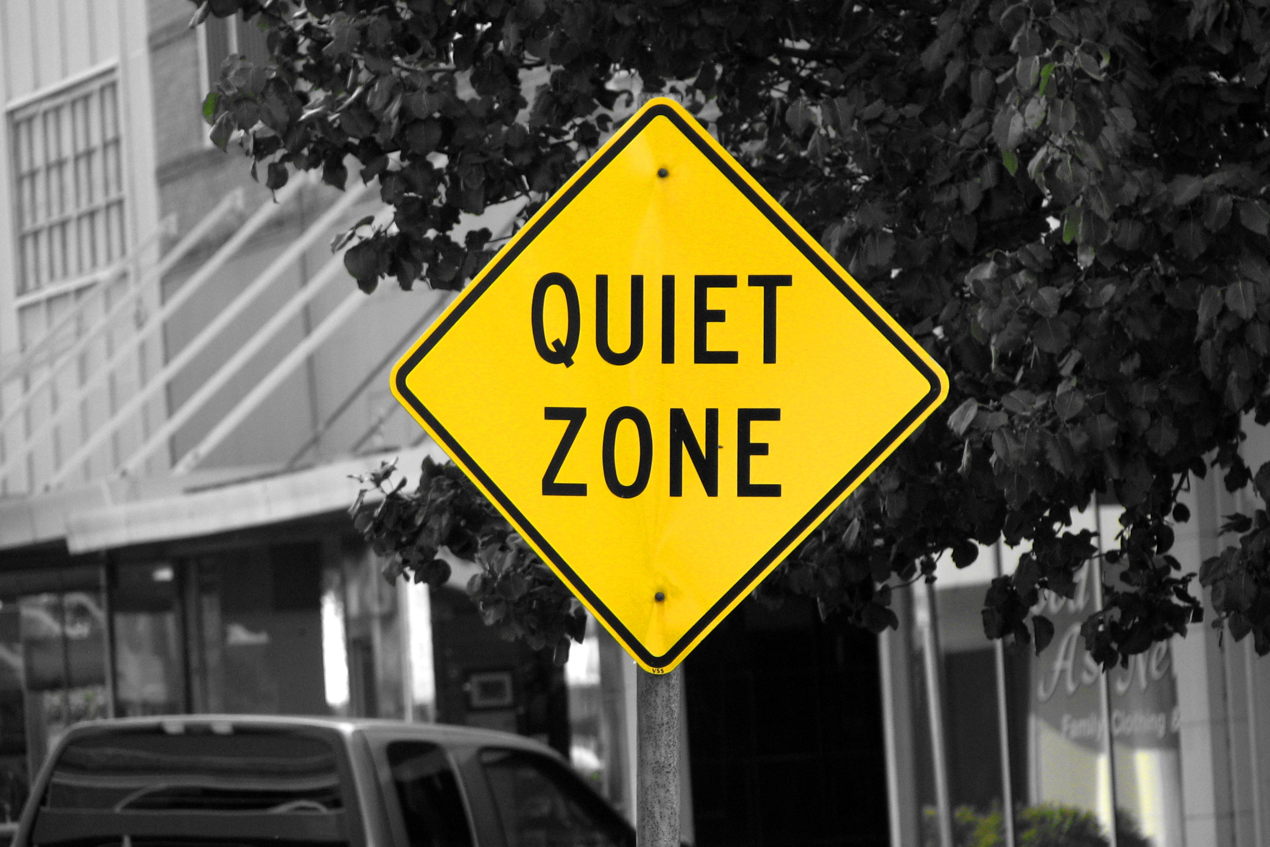 https://upload.wikimedia.org/wikipedia/commons/7/7f/Quiet_Zone_4889090049.jpg