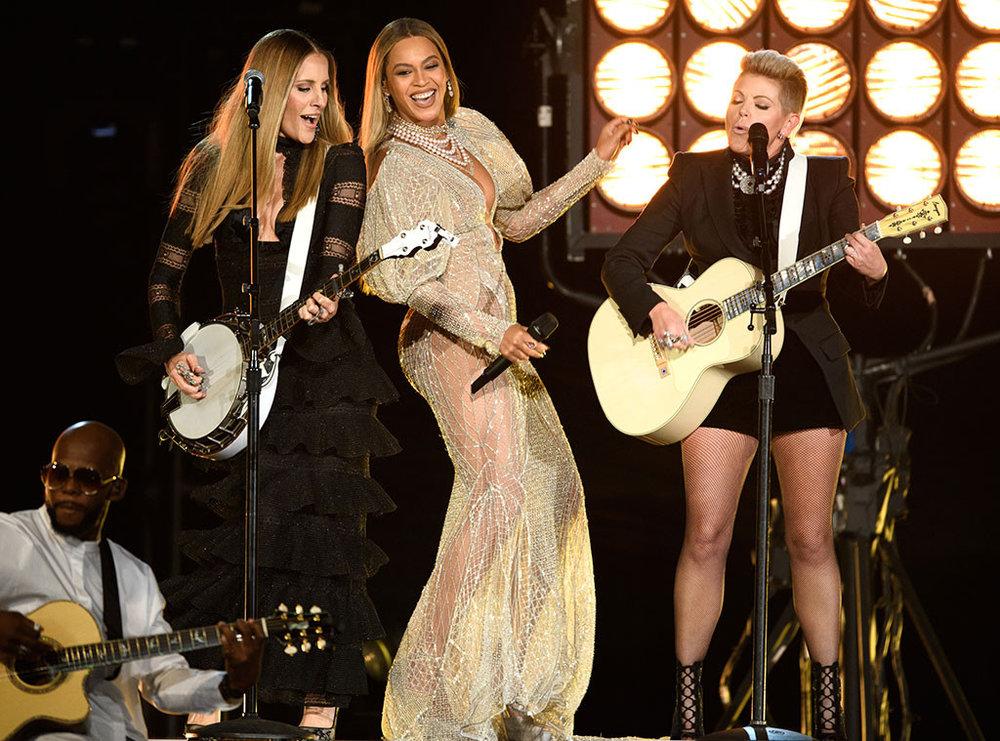 rs_1024x759-161102200746-1024.Beyonce-Dixie-Chicks-CMA-Nashville-1.kg110216.jpg