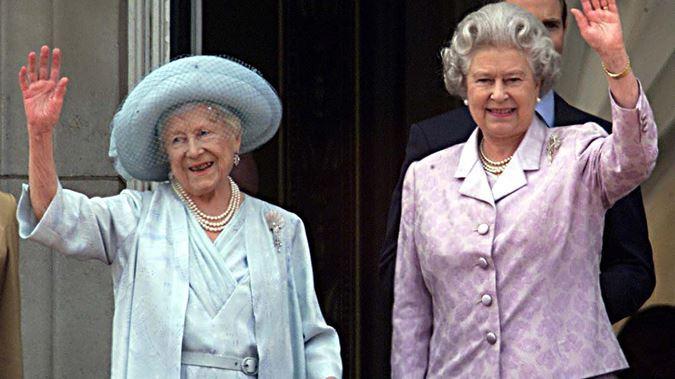 queen-and-queen-mother-waving-getty.jpg