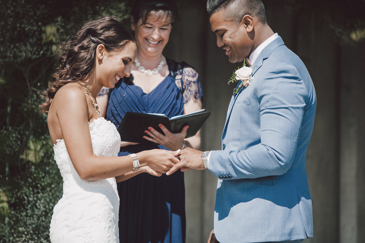 Friendly relaxed wedding celebrant tips for a fabulous ceremony.