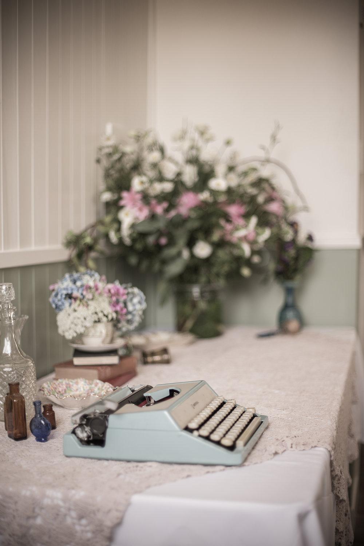 Vintage typewriter and flowers by Handmaid