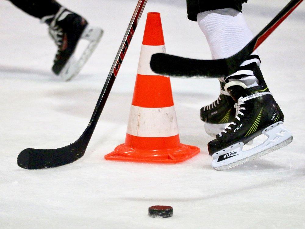ice-hockey-1900314_1920.jpg