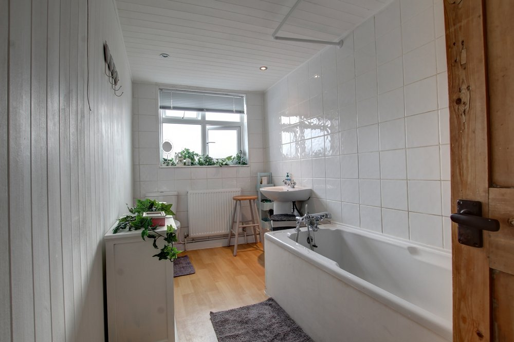 10 bathroom.jpg