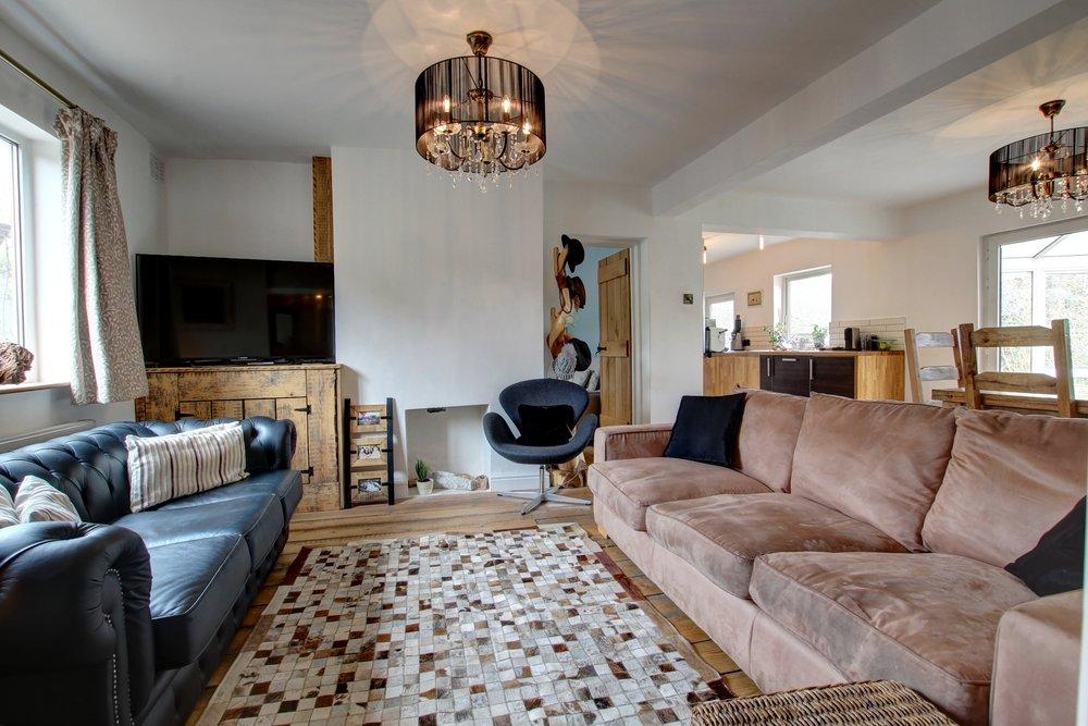 5 living room.jpg