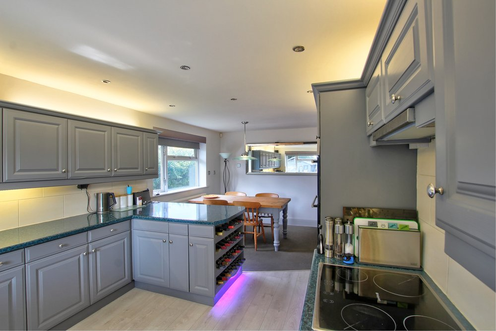13 kitchen iii.jpg