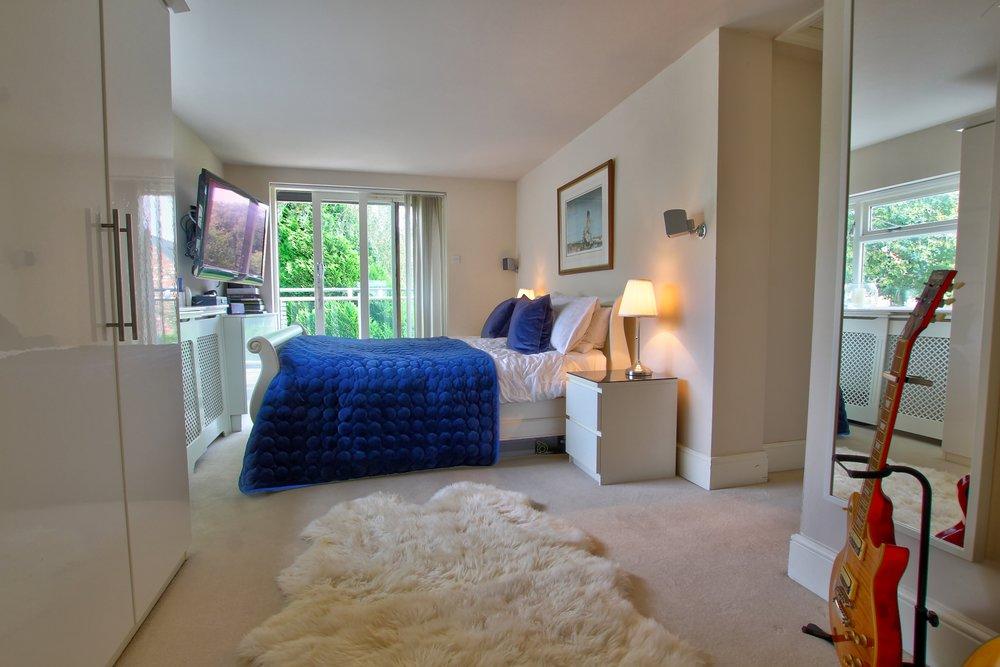 30 master bedroom i.jpg