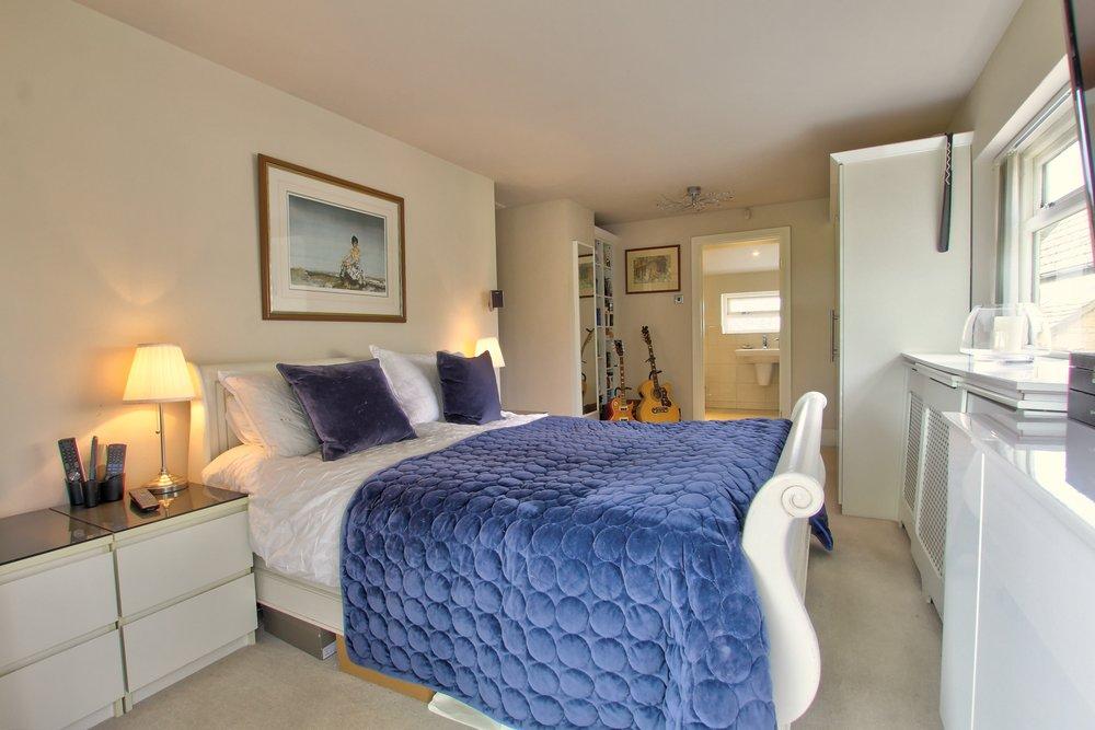 32 master bedroom iii.jpg