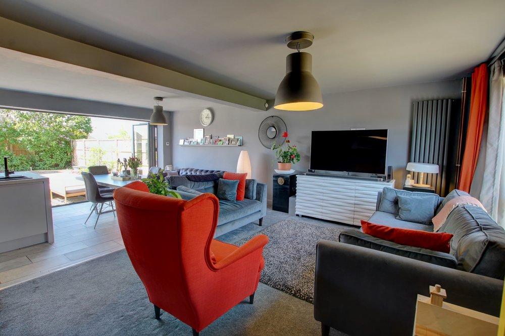 1 open plan lounge kitchen.jpg