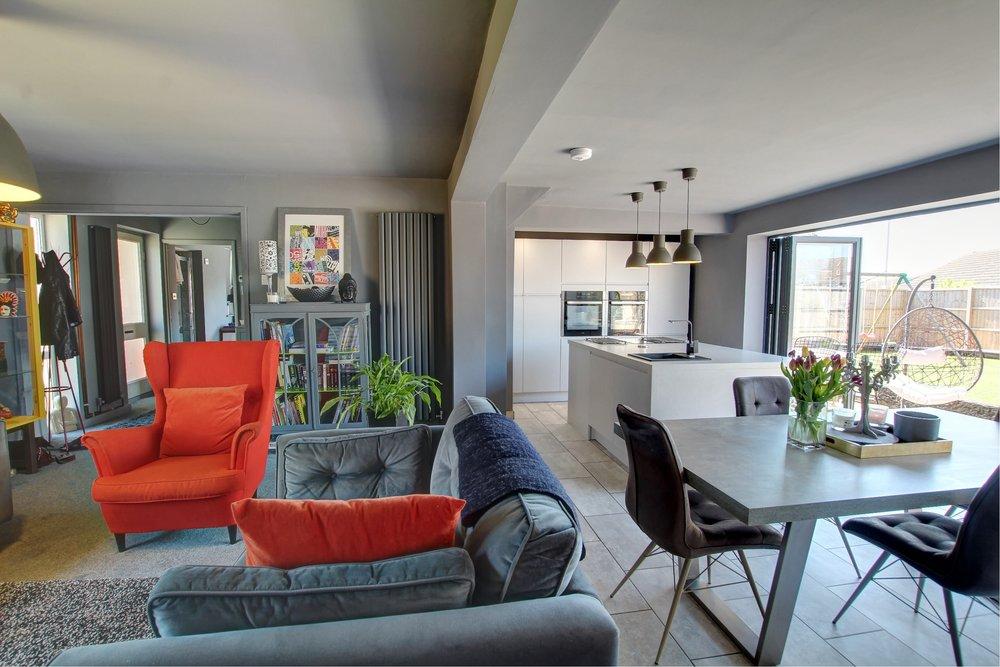 4 sitting room kithcen.jpg