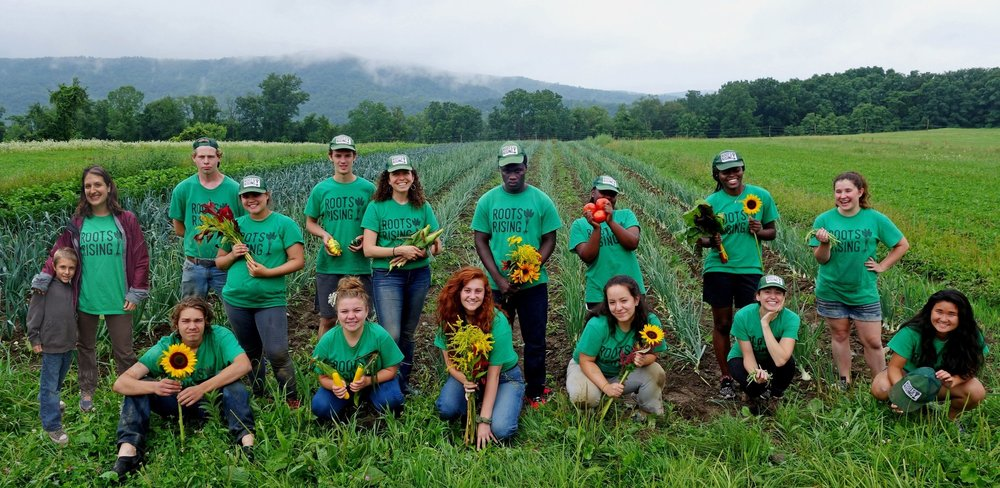 Roots Rising 2017 Farm Crew at the Darrow School field.