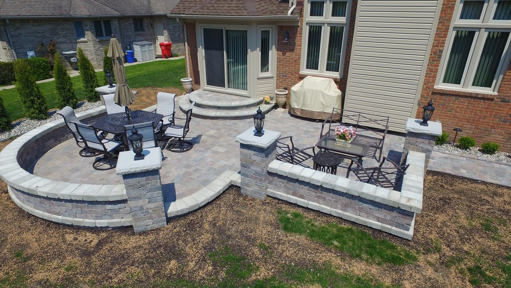 Stunning retaining wall and patio pavers in Troy, MI