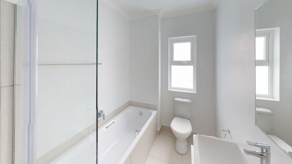 QgSC3uiUf5u - Bathroom(1).jpg