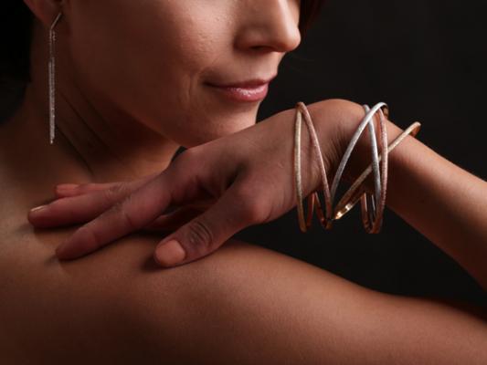 VanBrock-Jewelry-Bucci-o31g8w5jn9q3igulibrwrul1f7r90p9chxjxf84z4w.jpg