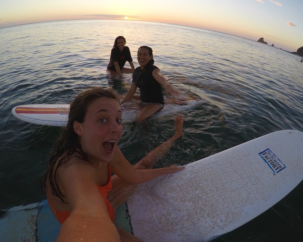 Surfa vid Playa Maderas, Nicaragua.