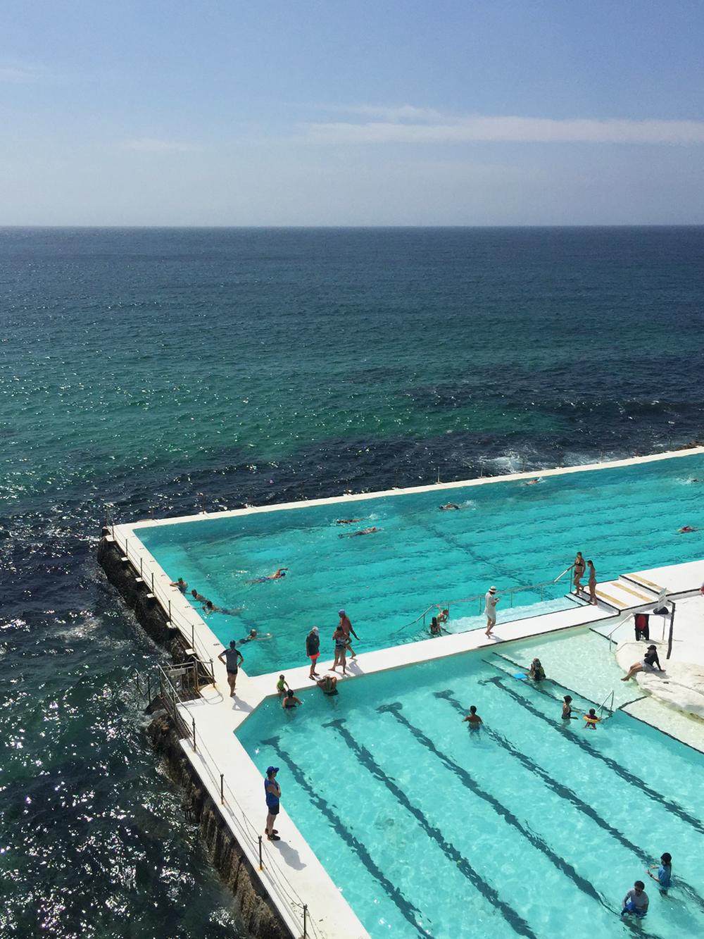 Simma i världens coolaste pool i Sydney, Australien.