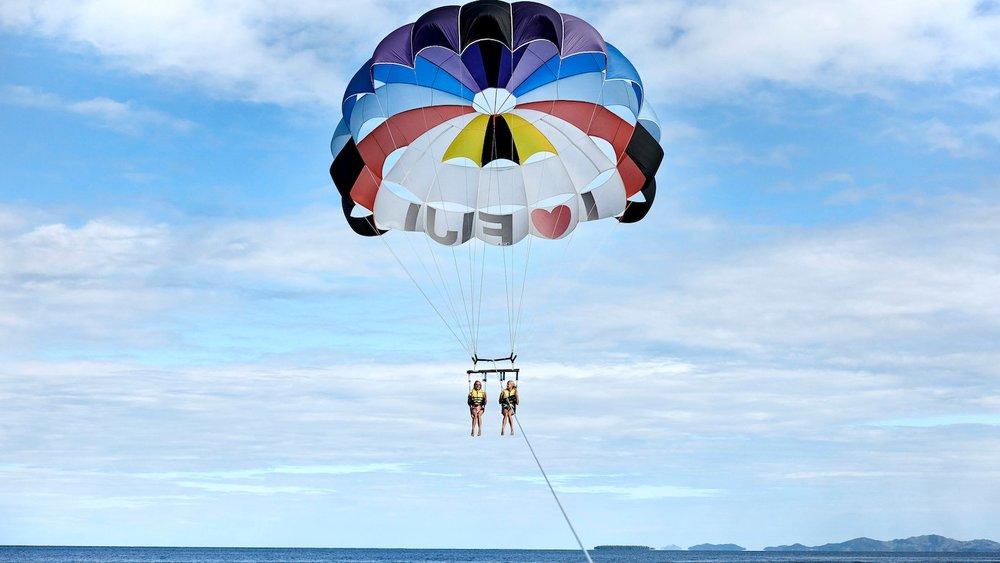 nanmc-parasailing-0457-hor-wide.jpg