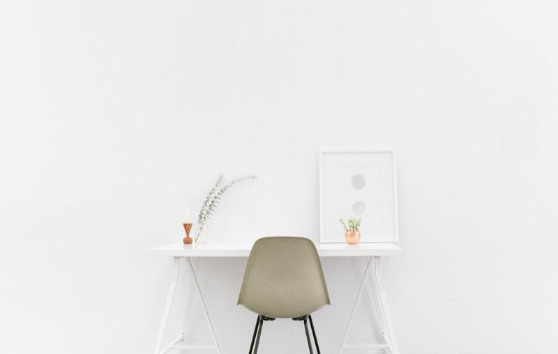 Minimalist-Desk.jpg