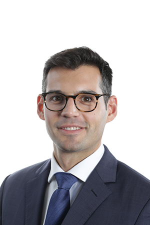 Bernardo Soares, MD - Advanced Cataract Fellow, Ear + Eye 2018. Training students on EyeSi since the machines first arrived at RVEEH, Bernardo created one of the challenges to be performed at GENEYE. Can you improve on your highest score?