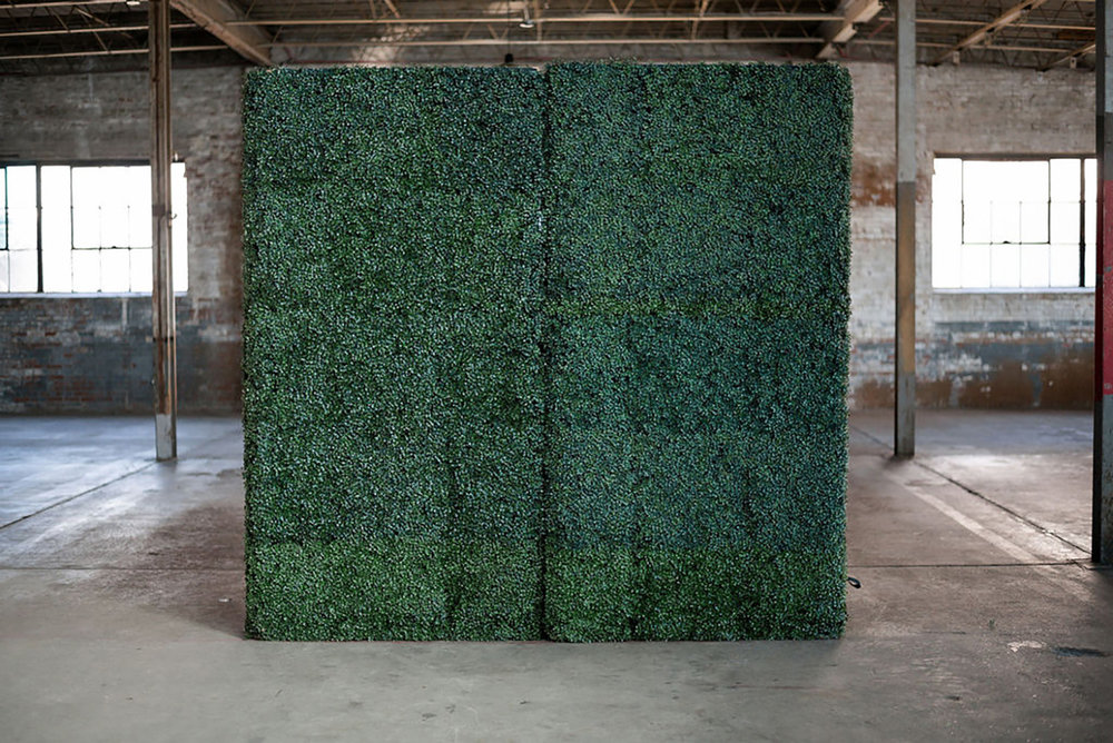 Southern-Charm-Events---Boxwood-Wall-Backdrop.jpg