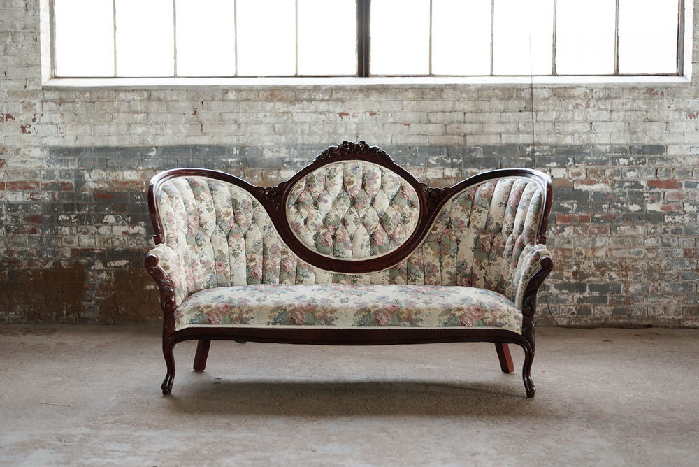 Mulberry Settee in Floral