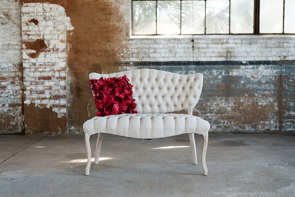 Prissy Love Seat in Ivory