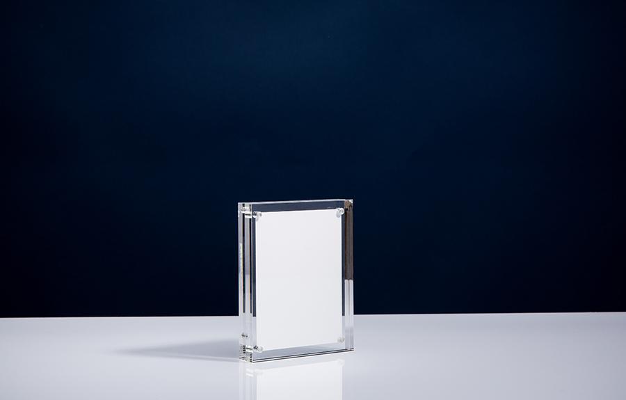 Clicker 1 | 90 x 115 x 24 mm   Afmeting tombstone: 95 x 120 x 24 mm Afmeting inlay: 75 x 100 mm  Prijs per stuk € 27,50