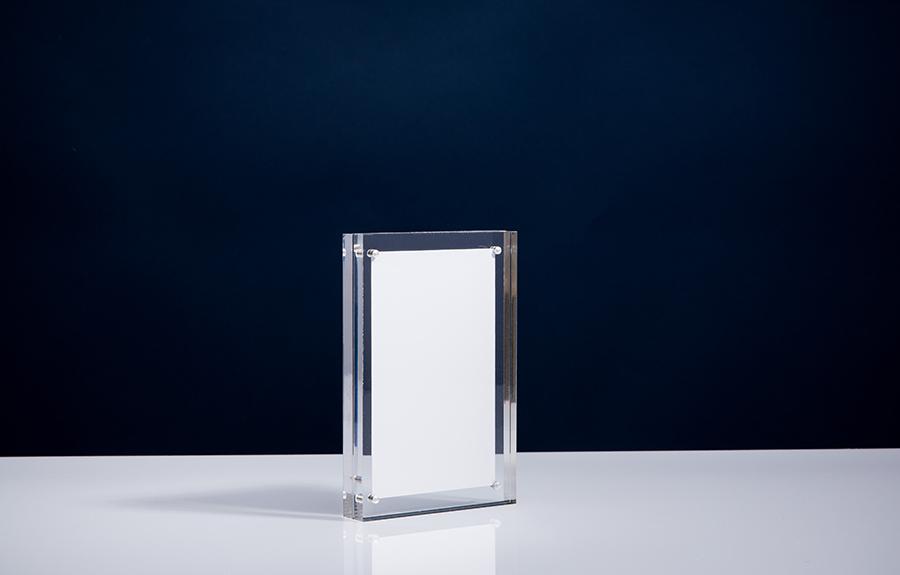 Clicker 3 | 100 x 150 x 20 mm   Afmeting tombstone: 100 x 150 x 20 mm Afmeting inlay: 80 x 130 mm  Prijs per stuk € 30,00