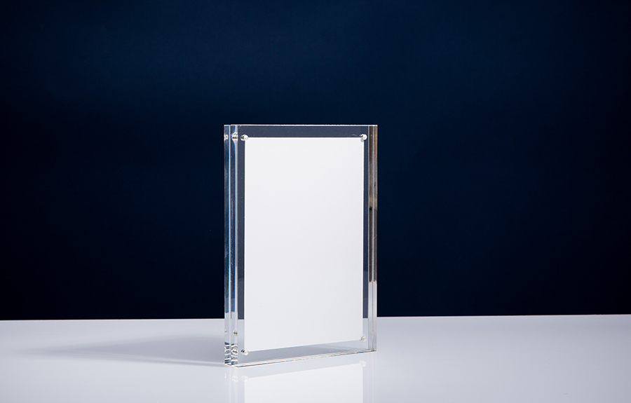 Clicker 5 | 130 x 180 x 20 mm   Afmeting tombstone: 130 x 180 x 20 mm Afmeting inlay: 115 x 165 mm  Prijs per stuk € 35,00