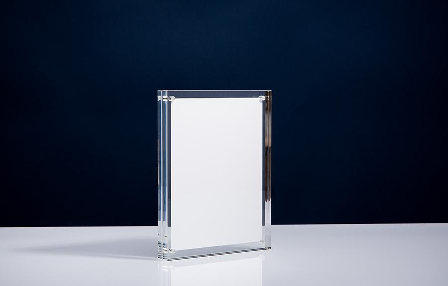 Clicker 6 | 135 x 180 x 20 mm   Afmeting tombstone: 135 x 180 x 20 mm Afmeting inlay: 118 x 160 mm  Prijs per stuk € 37,50