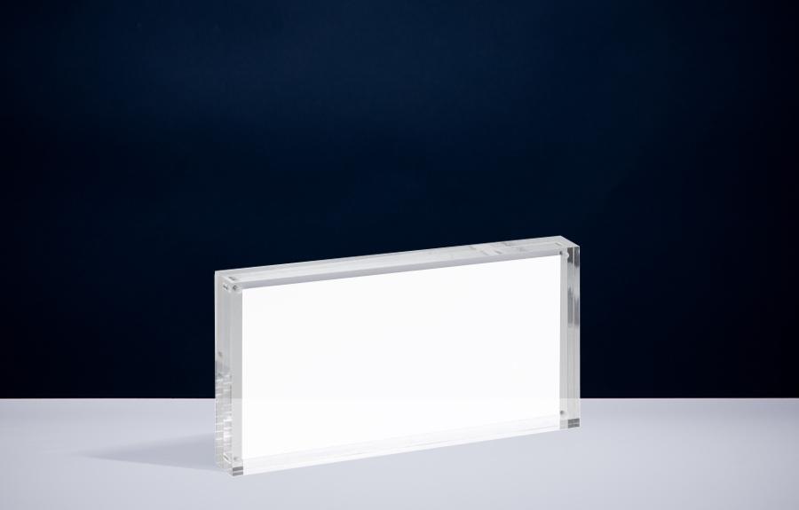 Clicker 8 | 230 x 120 x 24 mm   Afmeting tombstone: 230 x 120 x 24 mm Afmeting inlay: 100 x 210 mm  Prijs per stuk € 55,00