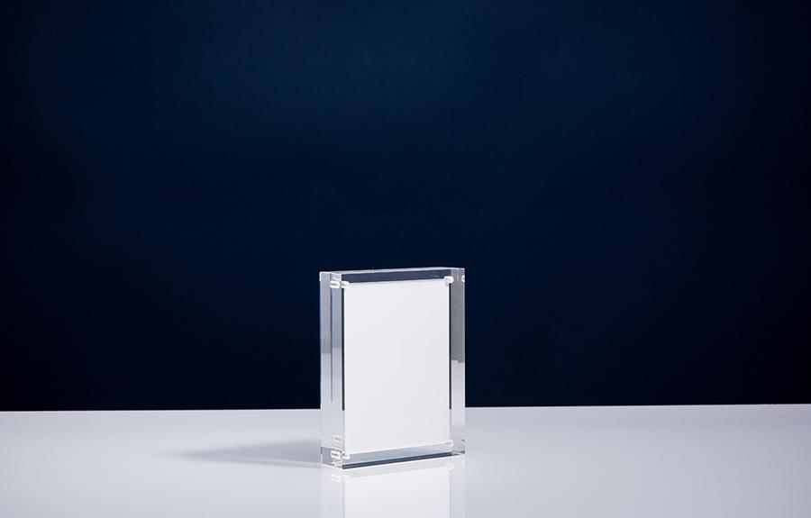 Clicker 2 | 95 x 120 x 20 mm   Afmeting tombstone: 95 x 120 x 20 mm Afmeting inlay: 80 x 105 mm  Prijs per stuk € 27,50