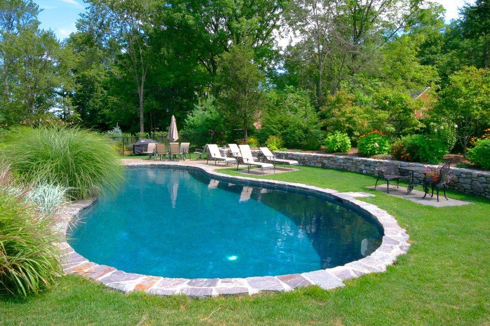 In-ground free form gunite swimming pool