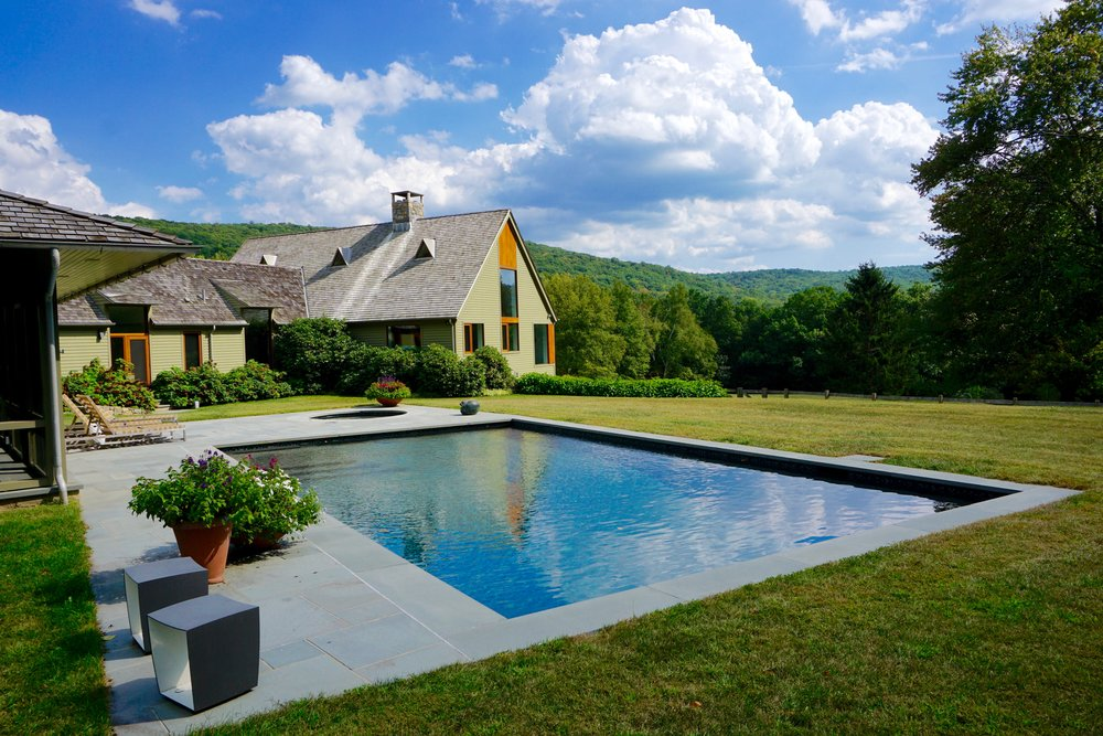 In-ground custom swimming pool