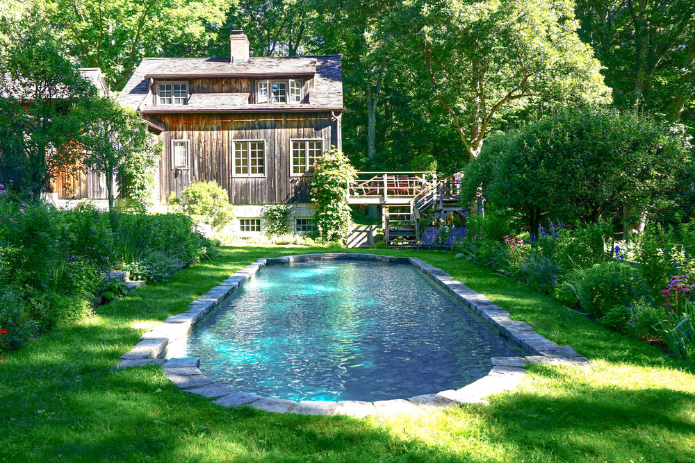 In-ground gunite swimming pool