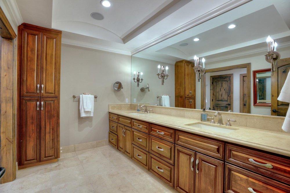 15977 Grandview Dr Monte-large-034-31-Master Bedroom Bathroom-1499x1000-72dpi.jpg