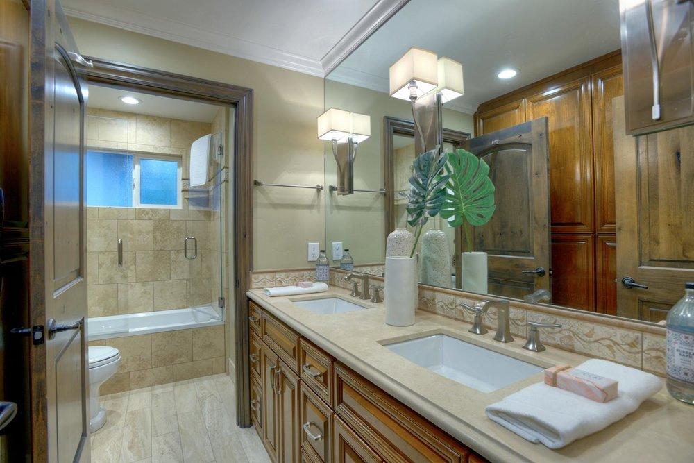 15977 Grandview Dr Monte-large-039-57-Bedroom Hallway Bathroom-1500x1000-72dpi.jpg