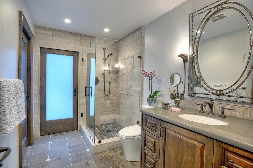 15977 Grandview Dr Monte-large-041-9-Hallway Bathroom Near Family-1500x1000-72dpi.jpg